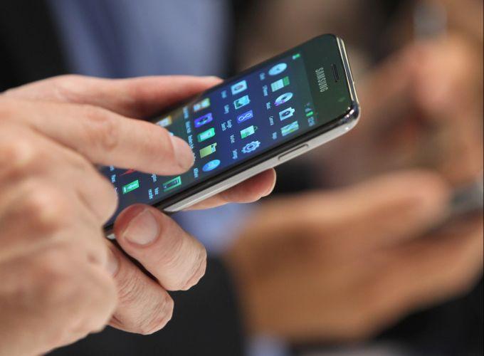 uso-celular-no-restuarante
