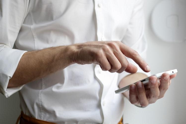 celular-é-tendencia-na-alimentação-fora-do-lar